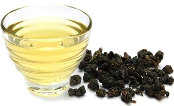 Кружка зеленого чая улун