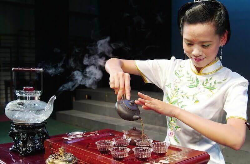 Заваривать травяной чай