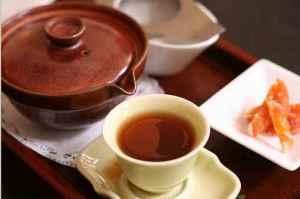 Кружка чая пуэр с чайником