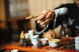 Сливание в китайской чайной церемонии