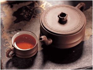Чайник чая с пуэром