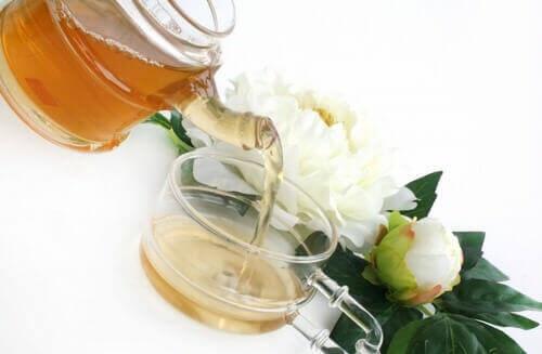 Великолепие китайских традиций в чашке белого чая