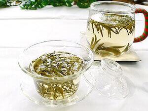 Завареный белый чай пион