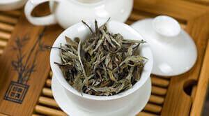 Заварка белого чая пион