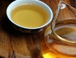 Заваренный белый чай