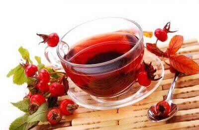 Кружка чая с шиповником