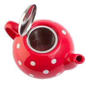Красный заварочный чайник