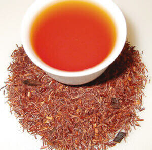 Китайский красный чай на столе