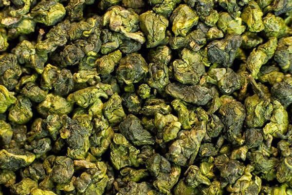 Чай хорошего качества продается на развес и имеет вид скатанных шариков