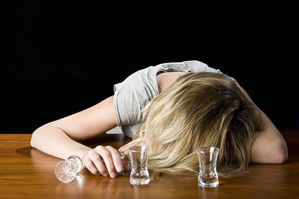 Алкоголизм - это неконтролируемая тяга к спиртному